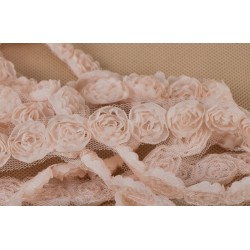Tiulowa taśma z różyczkami szara